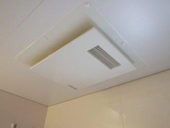 浴室のカビ対策 換気扇を回しつつ扉や窓を開けていませんか